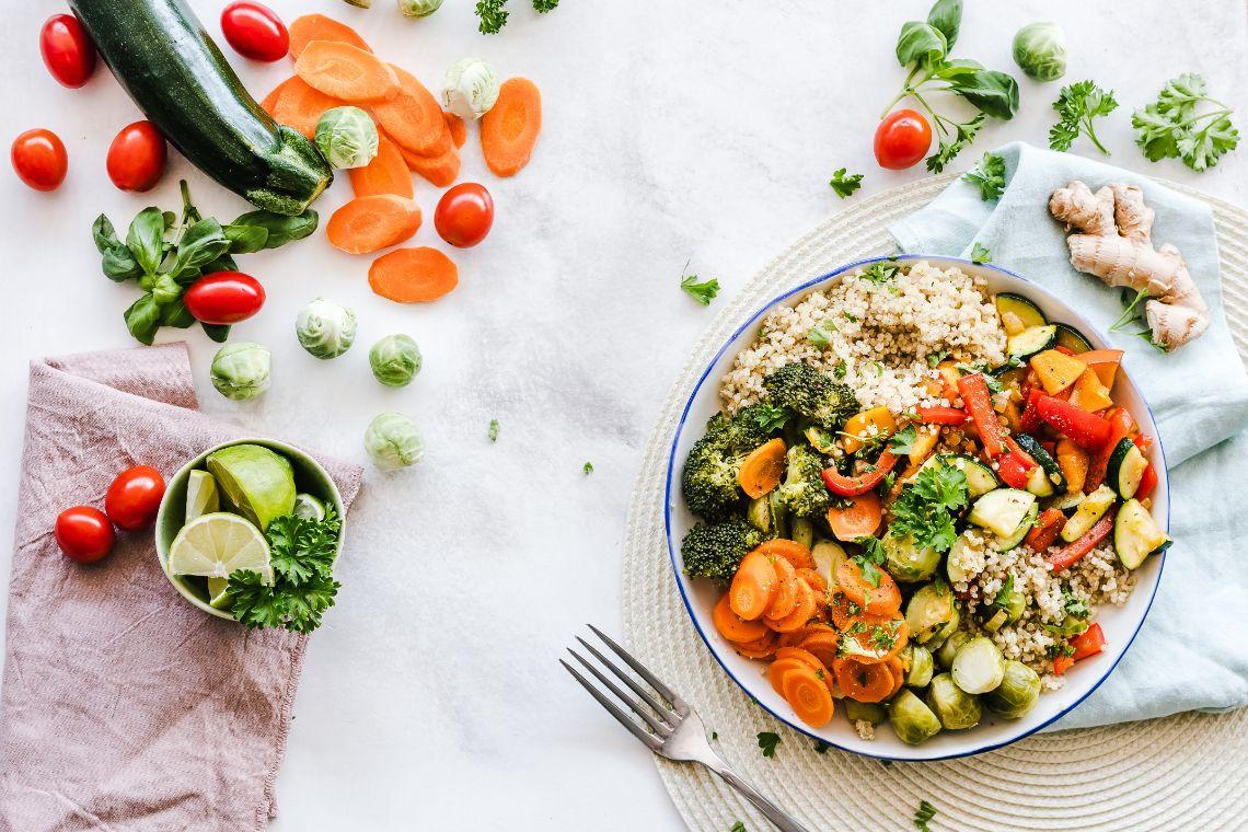 spis-deg-fri-for-betennelse-med-fargerik-mat